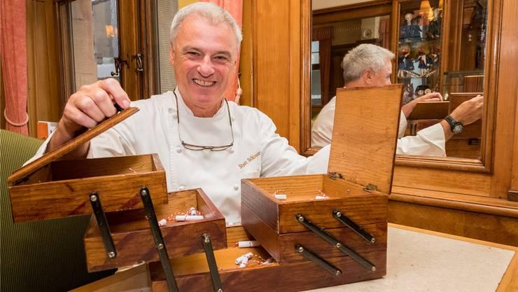 Das Nähkästchen zu Besuch bei Stephan Schiesser in seiner Confiserie und seinem Tea Room am Marktplatz: Er hat den Begriff «Hindernisse» herausgefischt.