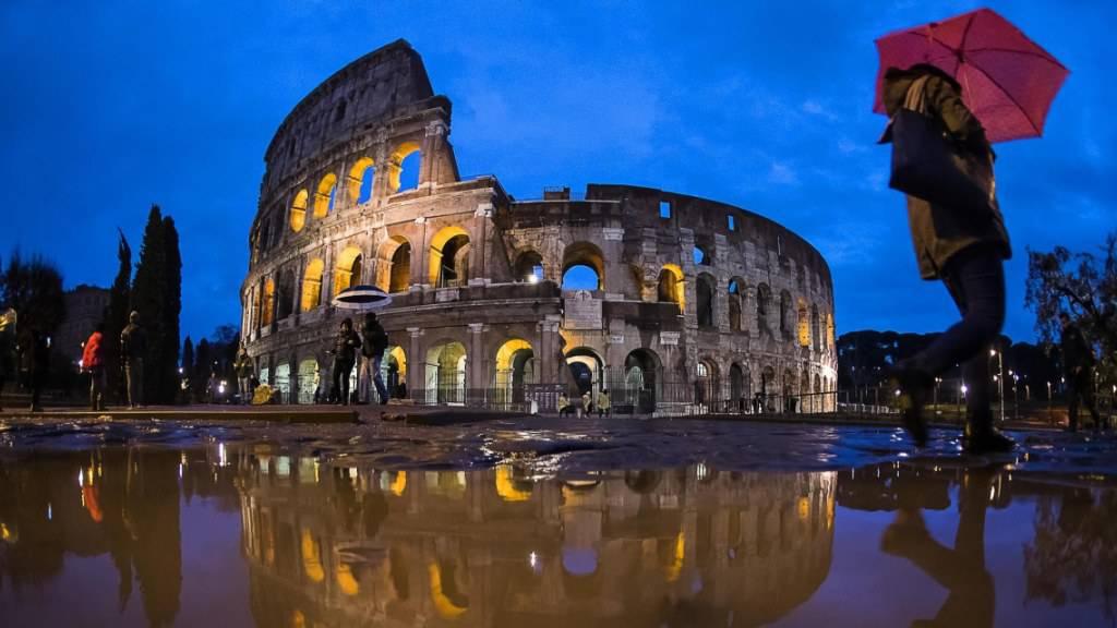 Ein Fall von Sterbehilfe in der Schweiz hatte in Italien eine Kontroverse über das Thema ausgelöst und nun entschied sich das italienische Verfassungsgericht für Straffreiheit. (Symbolbild)