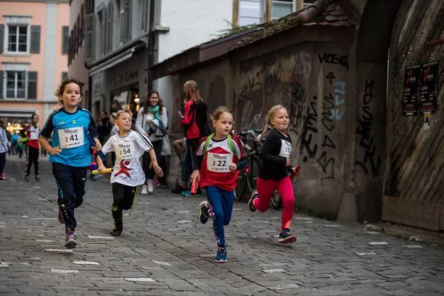 Am Freitag rannten 120 Mannschaften aus allen Gegenden des Kantons mitten durch die Solothurner Altstadt.