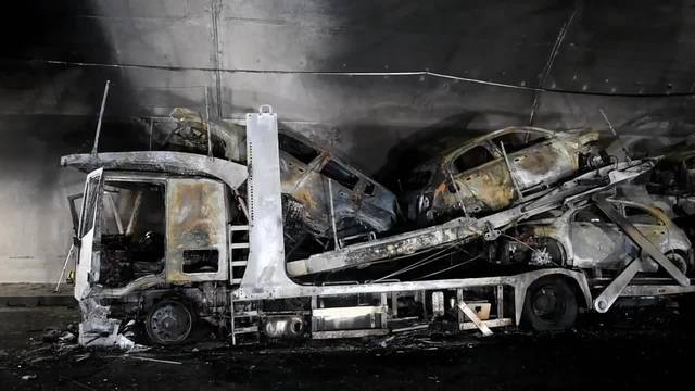 Autotransporter ist im Piottino-Tunnel in Flammen aufgegangen