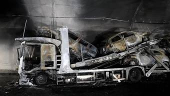 Vollständig ausgebrannt: Das Lastwagen-Wrack im Piottino-Tunnel.