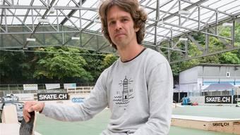 Oli Bürgin auf dem Margarethenhügel: Auch mit 44 Jahren ist er das grosse Gesicht der Basler Skater-Szene. Kenneth Nars
