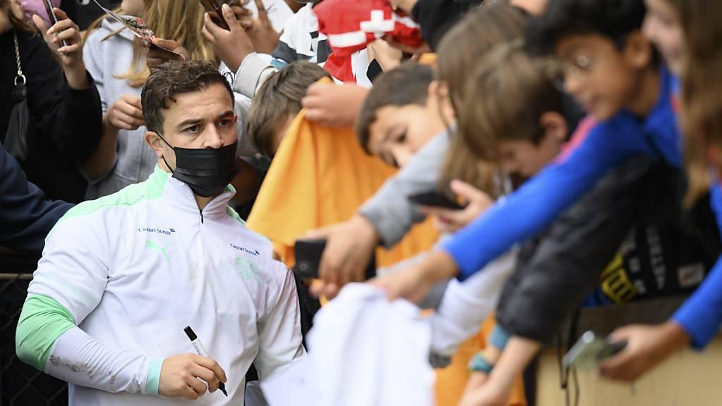 Seine Autogramme sind gefragt: Xherdan Shaqiri als Liebling der Fans