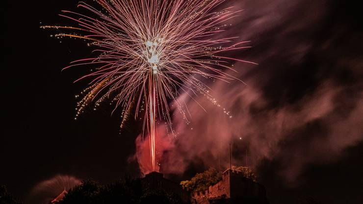 Die Bilder des Feuerwerks in Lenzbzurg.