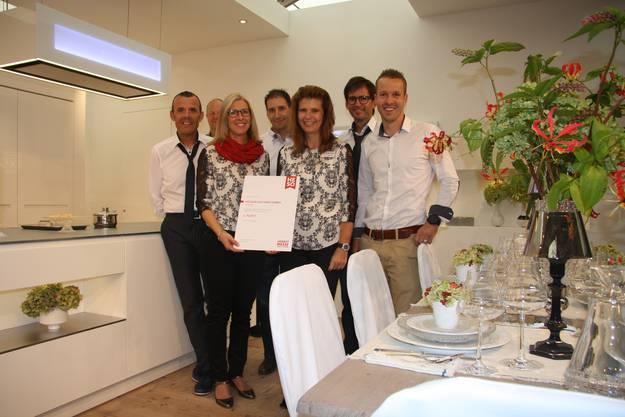 Das strahlende Gewinnerteam der Designküchen aus Niederbipp.
