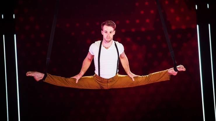 Wenn's mal zwickt nach der Akrobatik, hat DGST-Sieger Jason Brügger schnell Hilfe zur Hand: Sein Lebenspartner ist angehender Physiotherapeut. (Bild SRF)