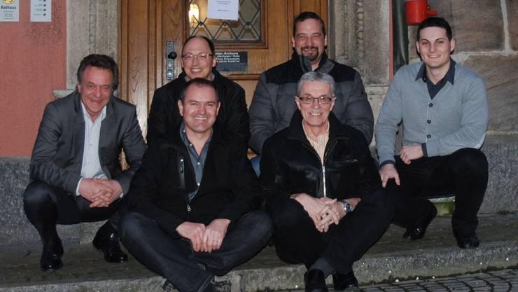 Hier herrscht Teamgeist: (hinten von links) Stadträte Thomas Argast, Christian Rüede, André Maier und Gemeindeschreiber-Stellvertreter, Marco Waser, (vorne von links) Gemeindeammann Herbert Weiss und Vizeammann Meinrad Schraner. sh