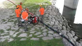 An der Aare wurde der Einsatz der neuen Pumpe geprobt.
