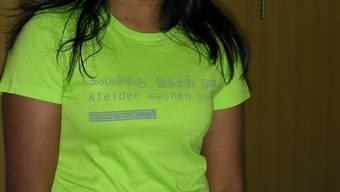 Fair: Jane Ovelil trägt stolz das Jubiläums-T-Shirt der Kanti Freudenberg. (Bild: Alfred Borter)