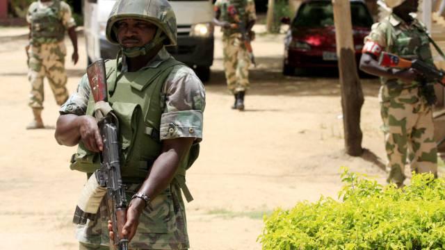 Nigerianische Soldaten schieben Wache in Maiduguri