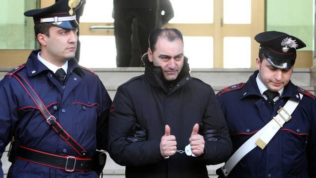 Die italienische Polizei verhaftet ein mutmassliches Miglied der 'Ndrangheta im März 2011 (Archiv)