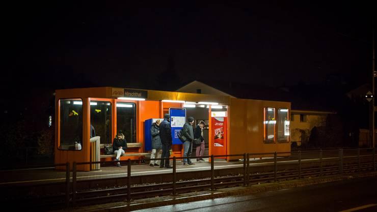 Als ein Lokomotivführer an einer WSB-Haltestelle (hier Hirschthal) eine junge Frau darauf aufmerksam machte, dass sie im Bahnhof nicht rauchen darf, wurde er vom Angeklagten bedroht.