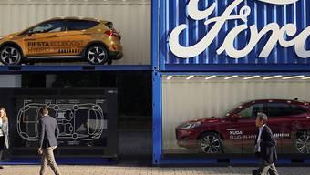 Weiterhin in der Krise: Der Autobauer Ford hat im abgelaufenen Geschäftsquartal einen Gewinneinbruch erlitten. (Archivbild)