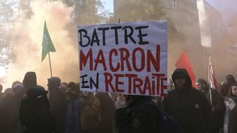Macron zum Rückzug zwingen: Demonstranten in der Stadt Rennes protestieren gegen den Präsidenten.