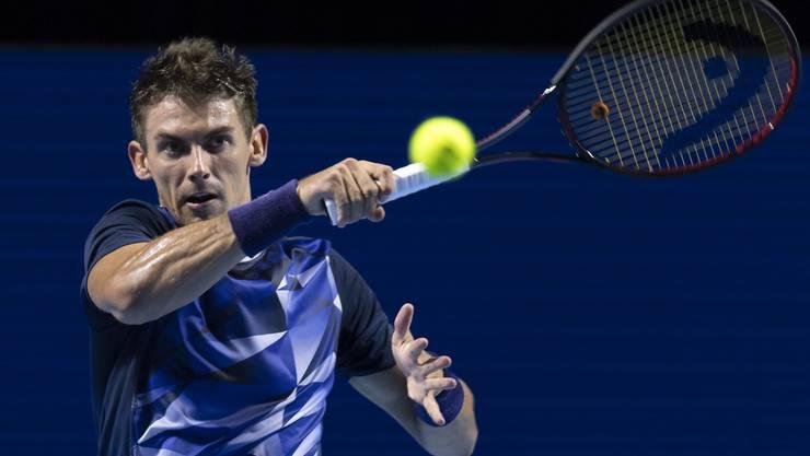 Henri Laaksonen gewinnt gegen die Nummer 8 des Turniers Benoit Paire mit 6:3, 7:5.