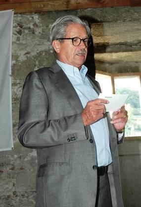 Juwelier Georges Boutellier begrüsst die Gäste im schwarzen Turm