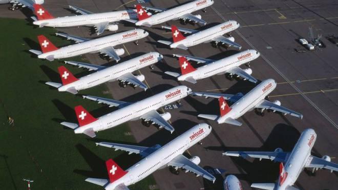Nationales Trauma: Am 2. Oktober 2001 bleiben die Swissair-Maschinen am Boden. Die stolze Airline ist am Ende. Foto: Dieter Enz/Comet Photoshopping