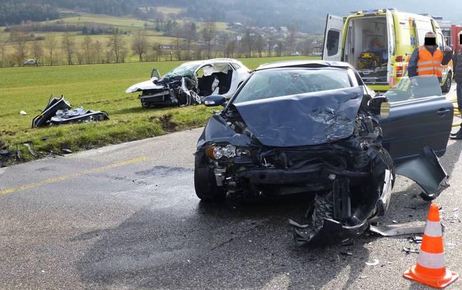Beide involvierten Autolenker wurden dabei verletzt.