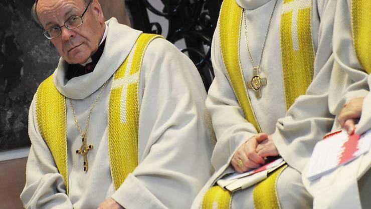 Der Bischof von Chur, Vitus Huonder,  muss sich wegen umstrittener Aussagen über Schwule nicht vor Gericht verantworten.