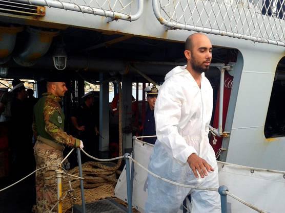 Geretteter Flüchtling des gesunkenen Schiffes auf Lampedusa
