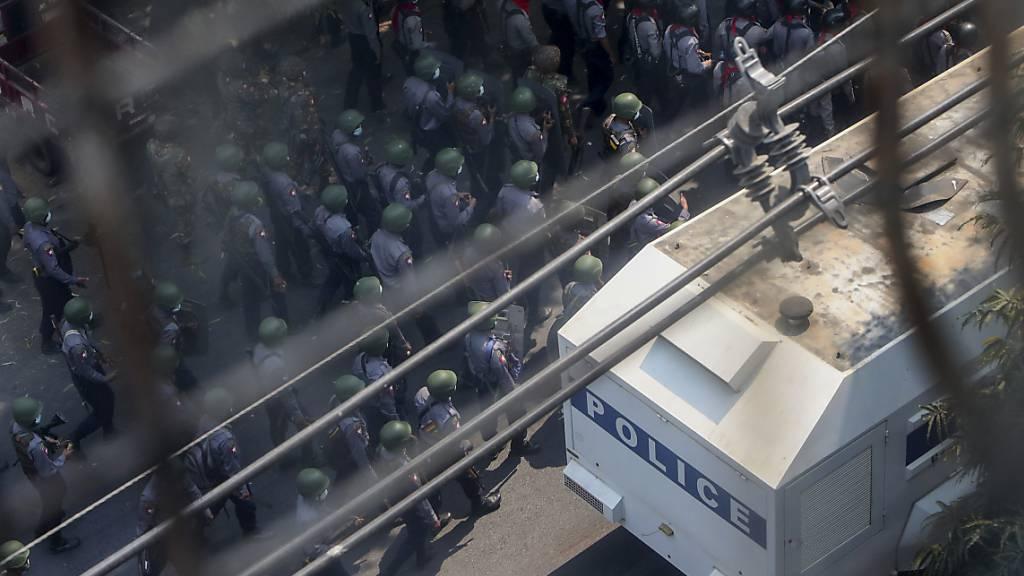 Neue Polizeigewalt bei Massenprotesten