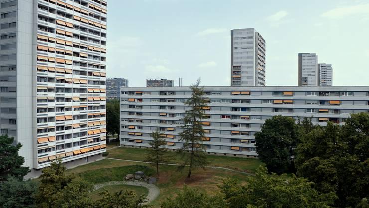 An den ursprünglichen Schauplatz zurückgekehrt: das Tscharnergut in Bern, die damals erste moderne Hochhaussiedlung der Schweiz.