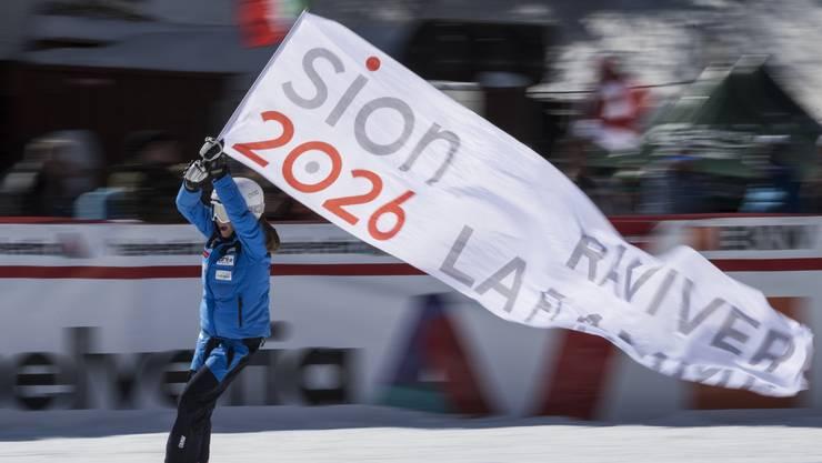 Werbung für Sion 2026 an einem Ski-Rennen der Frauen in Crans-Montana.