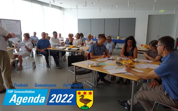Die Workshop-Teilnehmer der FDP Unterentfelden bei der Arbeit.