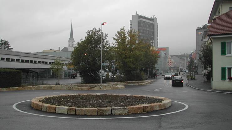 Auf der Baudirektion liegt ein Baugesuch für zwei Wohnblöcke mit Eigentums- und Alterswohnungen beim Girardplatz auf