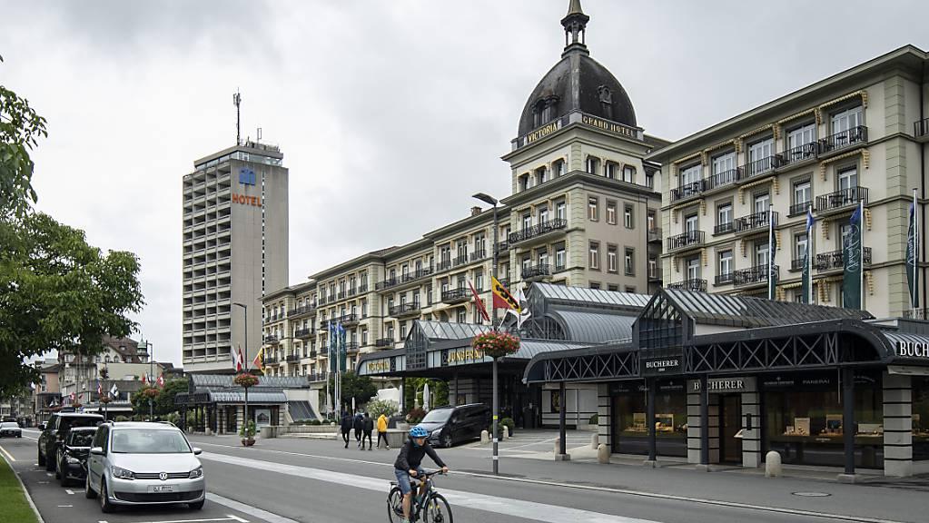 Die Hotelbranche fordert vom Bund weitere Unterstützung zur Bewältigung der Coronakrise. Hotelleriesuisse-Präsident Andreas Züllig will eine Verlängerung der Härtefallhilfen und der Kurzarbeit, wie er in einem Interview erklärte.(Symbolbild)