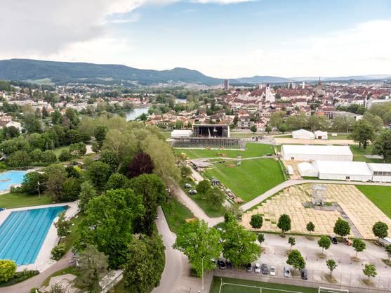 """Die Vorbereitungen für das Eidgenössische Turnfest """"ETF Aarau 2019"""" vom 13.-23. Juni laufen: Im Schachen wird das Festdorf aufgebaut. Drohnenaufnahme vom 3. Juni 2019."""