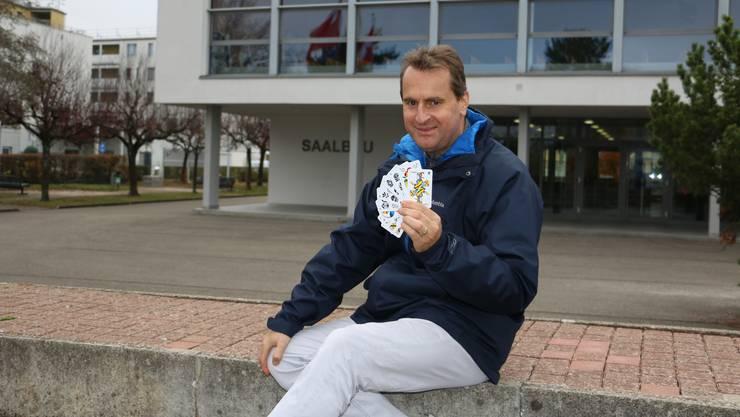 Stein will Trumpf sein: Gemeindeschreiber Sascha Roth hat die Bewerbung für den «Donnschtig-Jass» eingegeben.