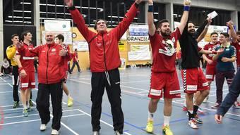 Der TV Endingen feiert seinen grandiosen Sieg über den NLA-Klub Suhr Aarau.