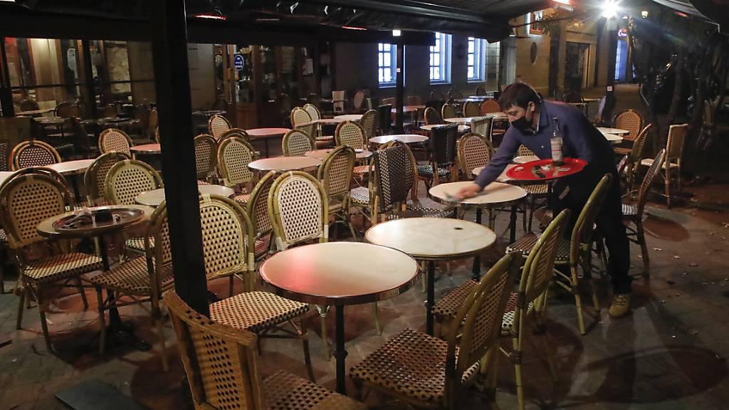 Nächtliche Ausgangssperre wegen Corona - In Paris geht das Licht aus