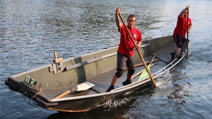 Ein Wasserfahrer beim Stacheln.