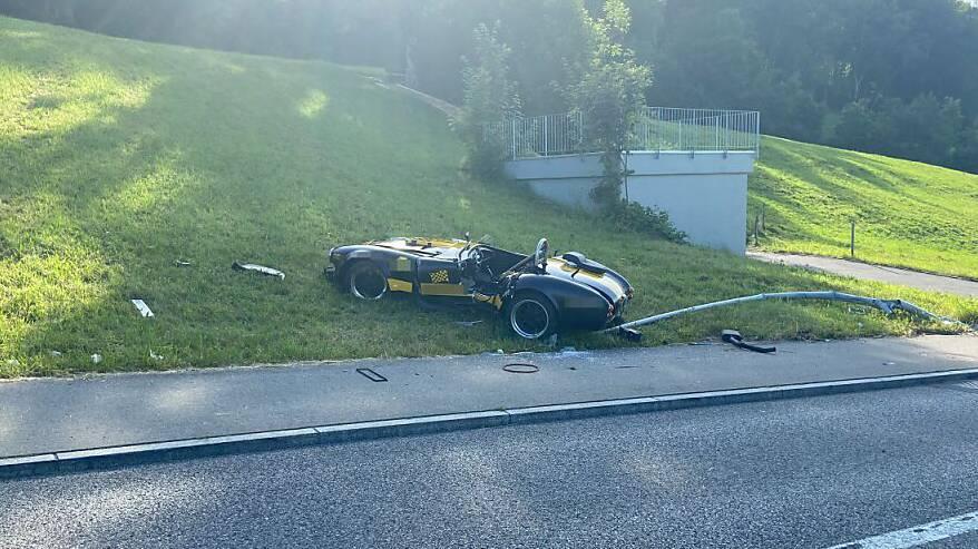 Warum der 52-Jährige die Kontrolle über seinen Sportwagen verlor, ist nicht bekannt.