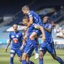 Lucas Alves (Zweiter von links) lässt sich für sein Tor zum 1:0 feiern