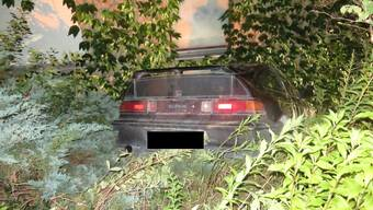 Der Lenker parkierte sein Fahrzeug in der Römerstrasse, von wo aus dieses später in einen Garten rollte.