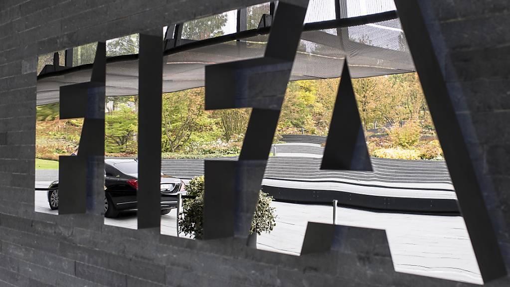 Der Weltfussball-Verband FIFA strebt laut einem internen Papier eine globale Lösung an im Zusammenhang mit den Gehaltskürzungen im Fussball wegen der Coronavirus-Pandemie