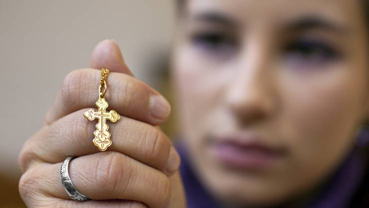 Frau mit Kreuz (Christin)