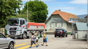 Die Kinder sollten bereits vor Schulbeginn die schwierigen Stellen ihres Schulwegs kennen. (Symbolbild)