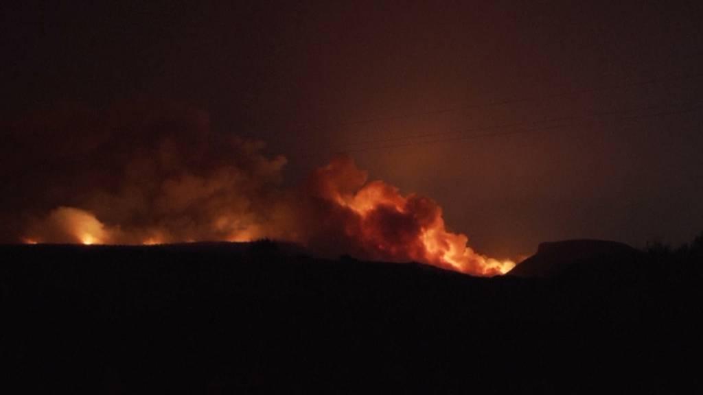 Grosser Flächenbrand wütet auf der Ferieninsel Sardinien