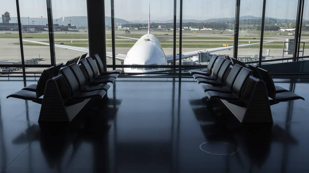 Die Flughafen Zürich AG verzeichnete wegen der Corona-Pandemie einen Einbruch ihrer Gesamterträge. (Symbolbild)
