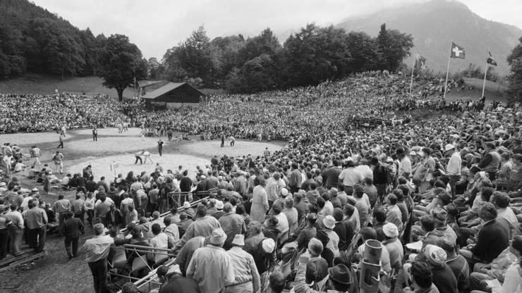 Die Arena beim Unspunnen-Schwinget, aufgenommen am 6. September 1987 bei Interlaken.