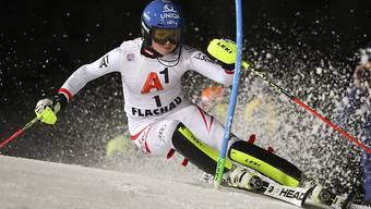 Bernadette Schild fährt im ersten Slalomlauf von Flachau mit Nummer 1 auf Platz 1