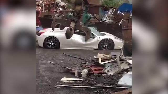 Polizei zerstört 200'000-Franken-Ferrari