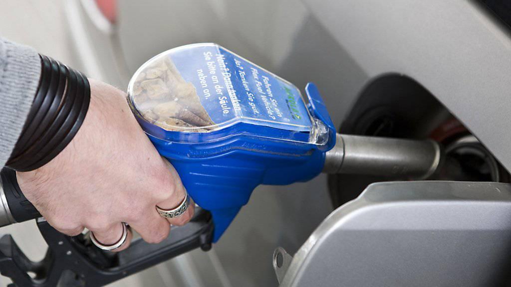 Die höheren Benzinpreise waren ein Treiber für die Teuerung im Mai. (Symbolbild)