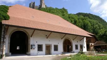 Die Südfassade der Schlossscheune in St. Wolfgang erstrahlt nach der gelungenen Restaurierung wieder in neuem Glanz.
