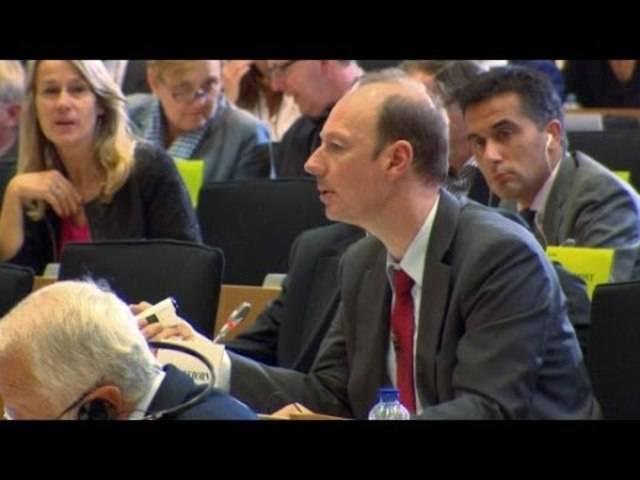 Spiegel-TV Kurzbeitrag «Oettinger stürzen»: Sonneborn konfrontiert EU-Kommissar Oettinger
