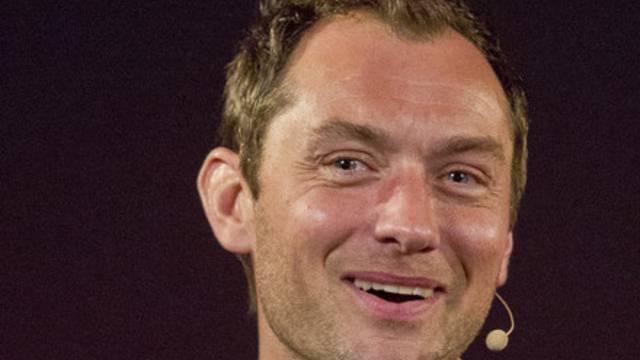 """Jude Law legte sich für den Film """"Dom Hemingway"""" einen Bierbauch zu (Archiv)"""